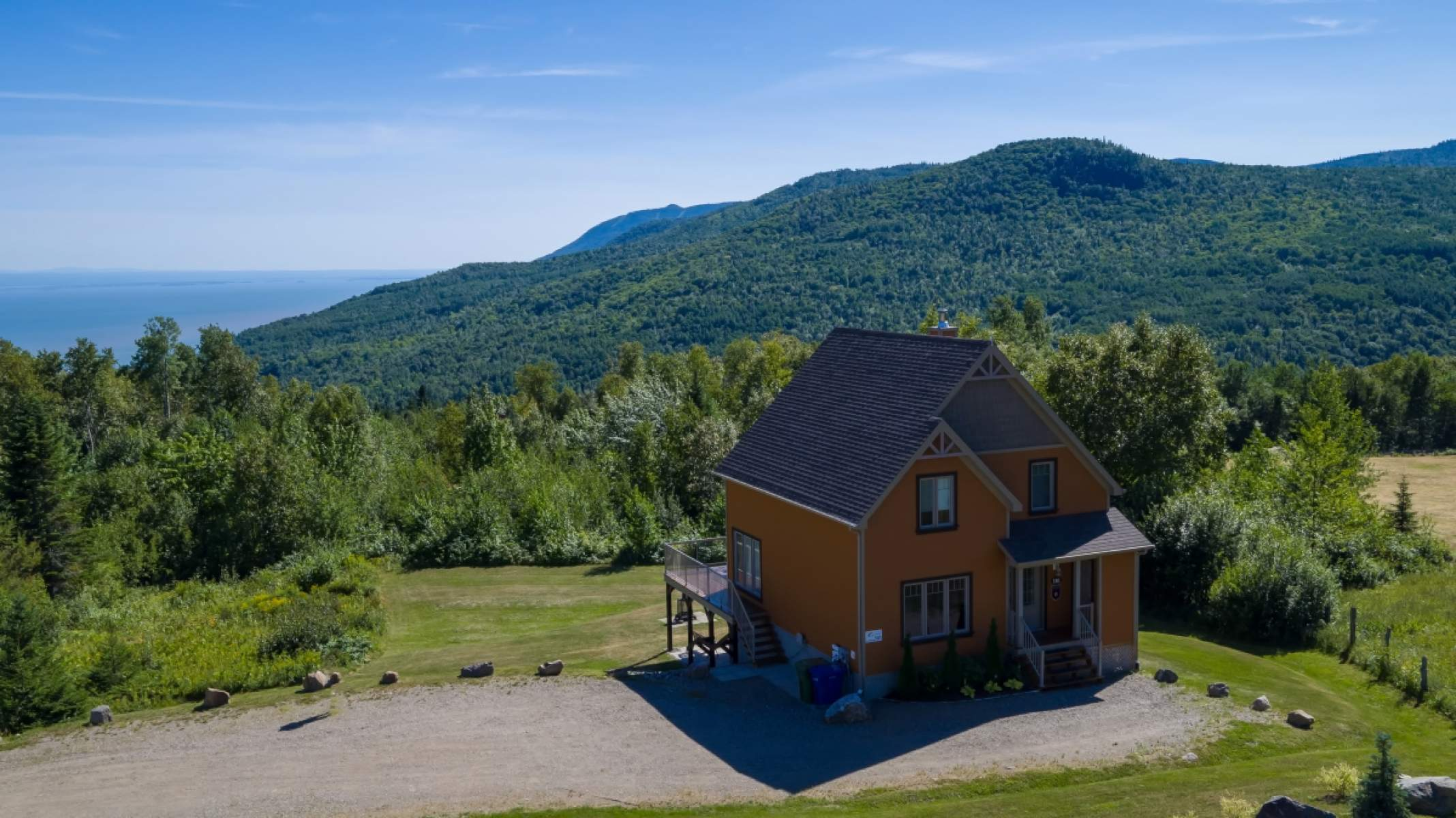 en chalets rental cottages renting le condo huppe area living rentals charlevoix cottage hupp in