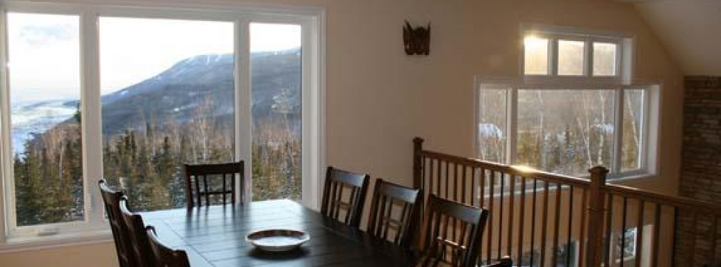 Dining room with view of Massif Charlevoix's ski runs