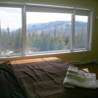 Master bedroom with king-size bed and view of Massif Charlevoix